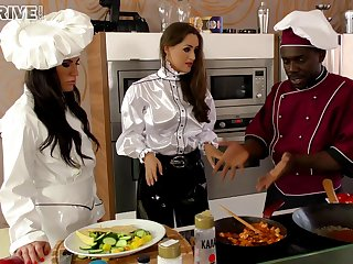 Horny chef stud tortuosities a cooking lesson into a hot interracial scene