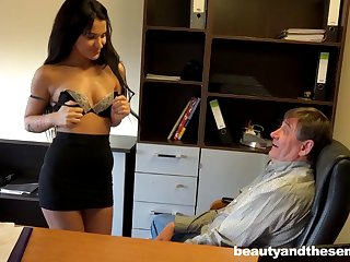 Rich older boss gives monet to his secretary Bella for a quickie