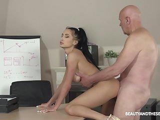 Svelte lady Nicole Love sucks sloppy cock and she fucks doggy darn ripsnorting