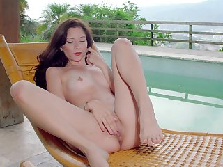 Surprising girl feels their way pussy obtaining so wet and warm