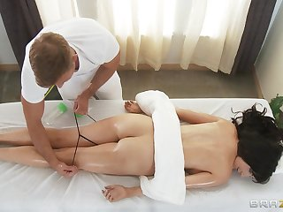 Back massage makes Diana Prince horny for a stiff cock of the therapist
