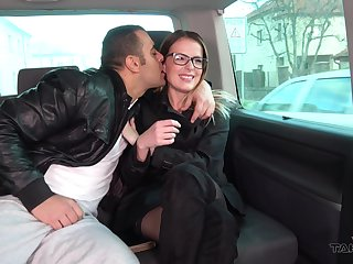 Kissable Samantha enjoys rousing intercourse in a moving cause